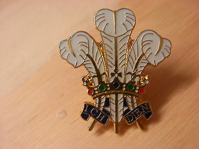 Prince of Wales feathers collectable pin badge. Welsh lapel badge