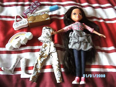 moxie girlz art-titude doll and clothes