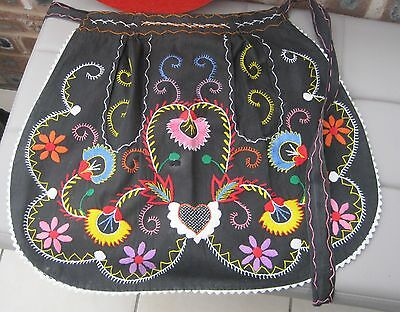 Vintage Hand Embrodiered Apron - Pockets