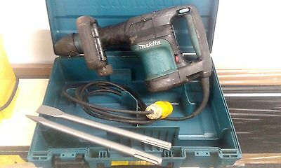 MAKITA HM0870C DEMOLITION HAMMER BREAKER 110v C/W A BRAND NEW POINT AND CHISEL
