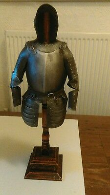 Model suit of armour