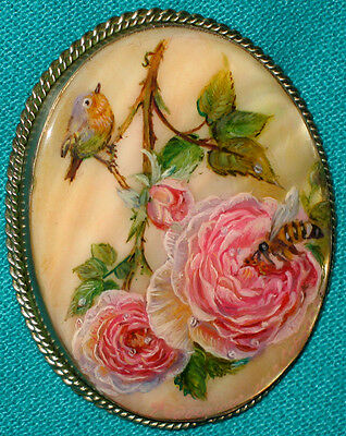 """Wonderful Russian Hand Painted """"Little Bird With A Rose"""" Fedoskino MOP BROOCH"""