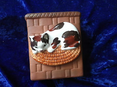 Unusual Sweet Terracotta Basket Weave Pocket Posy Vase Cute Glazed Cat On Mat