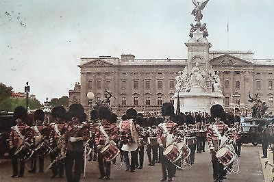 LONDON, GUARDS IN THE MALL  Vintage Postcard