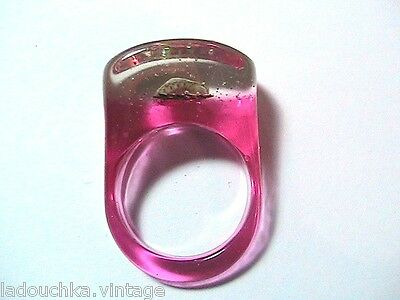 FRENCH 1950s VINTAGE RING - PINK LUCITE - SEASHELL & SEQUINS -NEW/OLD STOCK- 7.5
