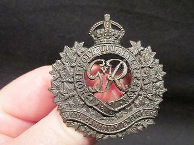 Royal Canadian Engineers WWII Darkened Bronze Cap Badge with Tangs