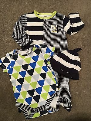 Mamas And Papas Baby grow, Vest And Hat Set. 0-3 Months.