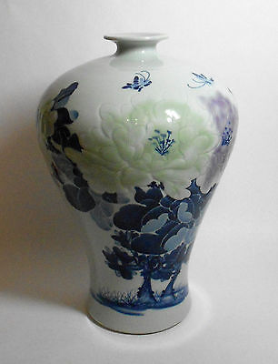VINTAGE SIGNED JAPANESE LARGE PORCELAIN VASE blue white embossed substantial