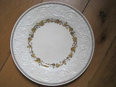 VINTAGE WEDGWOOD PATRICIAN DINNER PLATE  10.5 inches