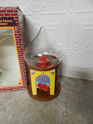 1993 Hershey's Chocolate Factory Candy Kiss Dispenser EUC