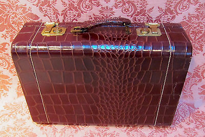 NEW OLD STOCK* 1950s TOWNE LUGGAGE Ladies CROCO-GATOR EMBOSS LEATHER TRAIN CASE