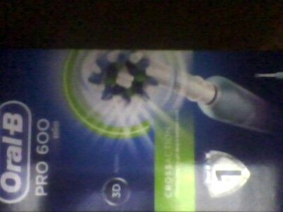 Oral-B Pro 600 CrossAction Electric Rechargeable Toothbrush = Braun=New