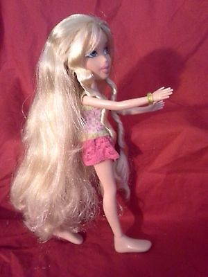 Bratz  doll  * Fully Dressed * Super Long Blond Hair & Outfit (braids) see pics