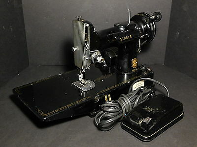 Vintage Singer 221- Featherweight Sewing Machine with Foot Pedal - NO CASE