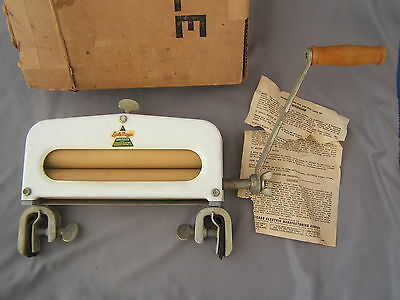 Vintage Little Magic Hand Crank 8'' Clothes Wringer by Chicago Electric w/ Box