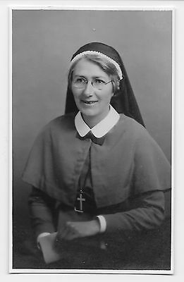 SOCIAL HISTORY  RELIGION - HAPPY NUN wearing CRUCIFIX