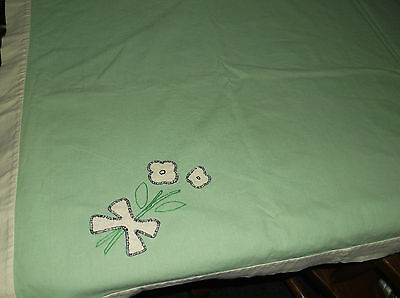 """UNIQUE GREEN TABLECLOTH w/FLOWER & BOW APPLIQUES Green/Ivory 50""""x 50"""" Linen??"""