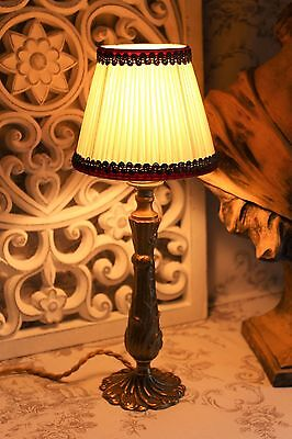 A Lovely Vintage French Bronze Brass Side Table Bedside Lamp & Shade (ref 2)