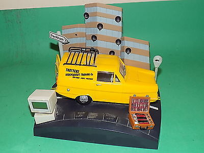 ONLY FOOLS & HORSES TROTTERS Independent Trading Novelty Alarm Clock VAN FAULTY
