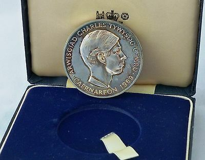 Prince Charles Investiture medal by Royal Mint 1969, 70g silver 44mm dia. cased
