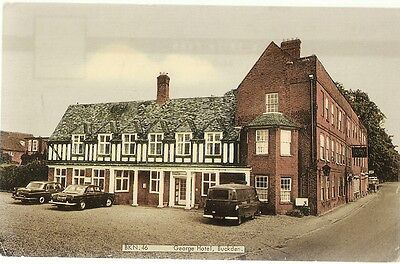 RARE OLD POSTCARD - GEORGE HOTEL - BUCKDEN - CAMBRIDGESHIRE C.1975 Old Cars