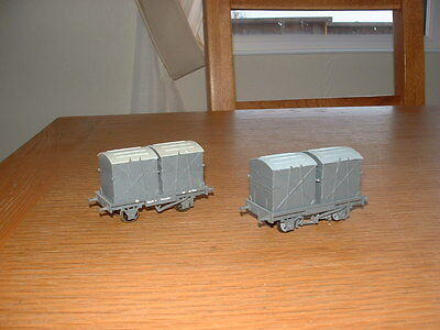 2 KIT BUILT WAGONS, GWR 12t FLAT WAGON with CONTAINERS by Jeremy Dennis 00 Gauge