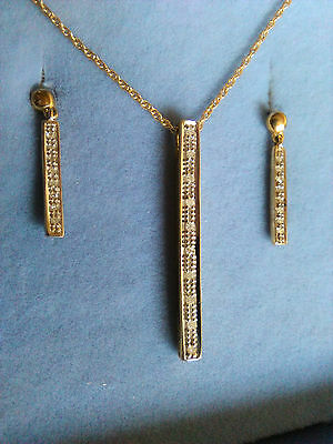 9ct GOLD NECKLACE AND EARRINGS SET