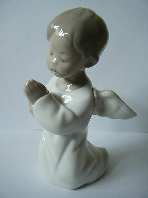 """Lovely Lladro """"PRAYING ANGEL FIGURINE"""". Hand made in Spain. Chip on 1 wing."""