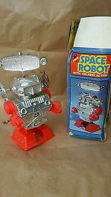 Vintage Space Robot With Walking Action Spinning Radar Wind Up Clockwork Boxed
