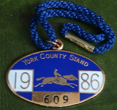 YORK COUNTY STAND 1986  No 609   ENAMEL BADGE HORSE RACING