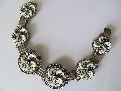 SILVER PLATED w/BLACK-WHITE CELLULOID SWIRL FLORL PANEL LINKED BANGLE BRACELET