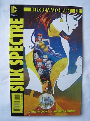 Before Watchmen  : Silk Spectre   # 1.   Dc Comics. 2012.