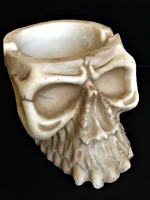 GOTHIC SKULL ASHTRAY - Stunning Detail! - Rapid Same Day Despatch