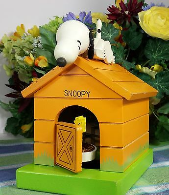 Schmid Snoopy Peanuts Dog house Music box bank with woodstock see video