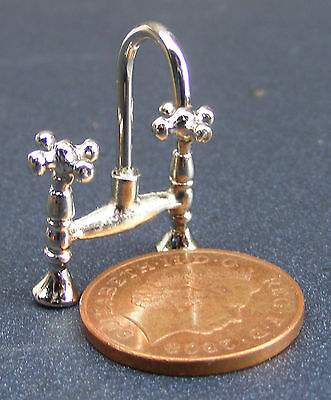 1:12 Scale Dolls House Miniature Set Of Silver Metal Mixer Tap Accessory 669