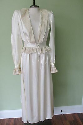 """Vintage Cream  Silk Robe With Beautiful Lace Details And Shoulder Pads/36"""" Bust"""