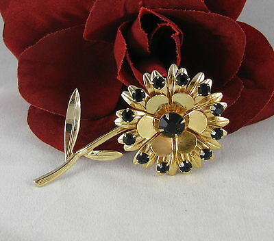 2 Daisy yellow flower charms gold tone GC170