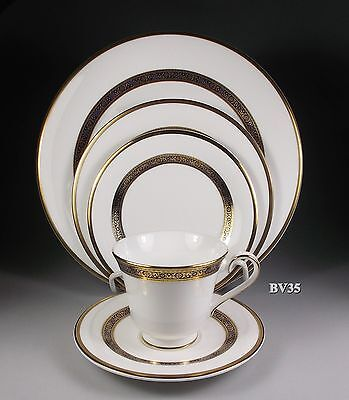 Royal Doulton Harlow H5034  Five Piece Place Setting -- Settings - Perfect