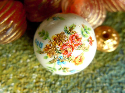 Wunderschöne Small Flowers Bouquet on White-Tensha-Perlen m.Goldlinien -12mm-