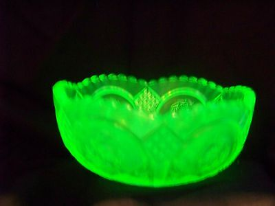 Vaseline Uranium Glass Berry Bowl, Mint Bowl Or Candy Or Nut  (( Id124699))