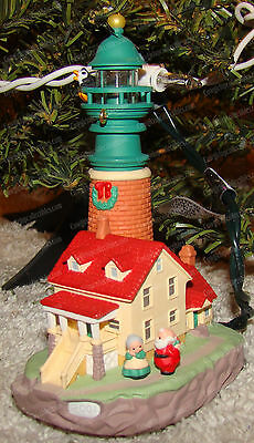 Lighthouse Greetings (Hallmark QLX7572, 2001) Magic Collector's Series <5>