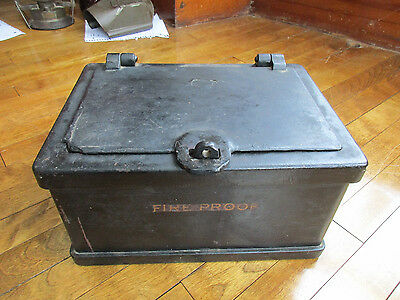 Antique Cast Iron Safe Heavy Small Fireproof Strong Box (t)