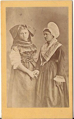 CDV photo Feine Damen in Tracht - um 1880