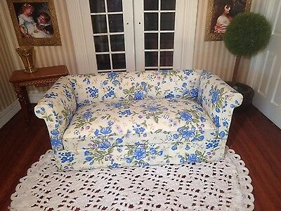 Miniature dollhouse 1:12 scale chesterfield lounge sofa - y2935
