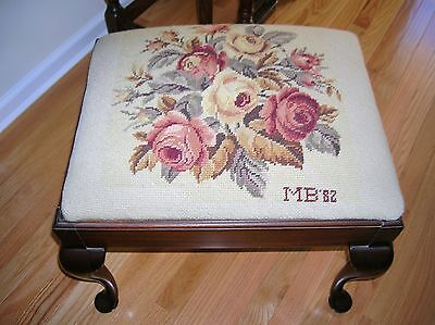 Elegant Vintage Queen Anne Wood Stool Needlepoint Seat Vanity Bench Furniture