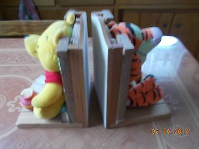 Bookend Buddies Bookend Set with Winnie the Pooh and Tigger with Books