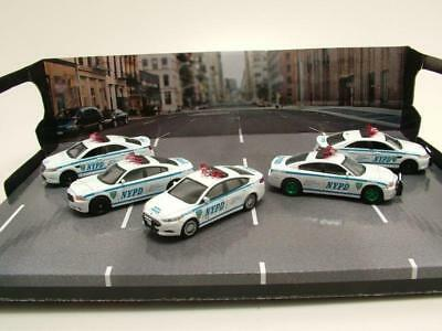 Diorama NYPD Police 3x Ford + 2x Dodge Green Machine, Modellauto 1:64 Greenlight