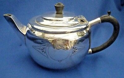 Sheffield Made Silver Plate Vintage Tea Pot ~ Stunning Piece !