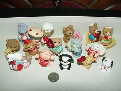 Lot of 15 - VALENTINE'S DAY theme - Hallmark Merry Miniatures - figurines