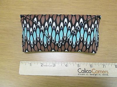 ilz2 VERA BRADLEY HARD EYEGLASS CASE WITH MAGNETIC CLOSURE